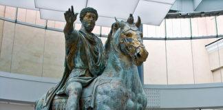 Statua equestere di Marco Aurelio esposta nei Musei Capitolini.