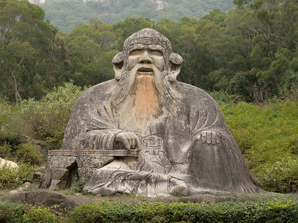 La statua raffigura Lao Tzu, fondatore del taoismo. E' situata a nordi di Quanzhou ai piedi del monte Qingyuan (Cina)