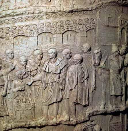 Inaugurazione Colonna traiana a Roma Particolare dalla Colonna traiana: seconda campagna condotta da Traiano in Dacia; l'imperatore è raffigurato mentre effettua un sacrificio davanti al ponte sul Danubio.