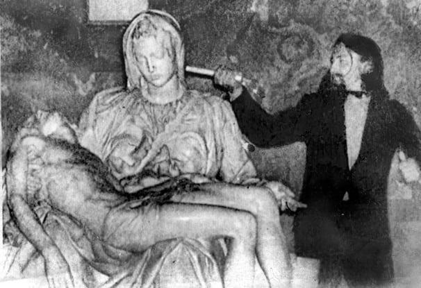 21 maggio 1972 la Pietà di Michelangelo è presa a martellate