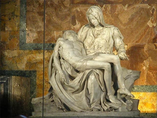 Michelangelo, La Pietà, 1498-1499. Mamo, alt.174 cm, larghezza 195 cm, profondità 69 cm. Vaticano, Basilica di San Pietro.