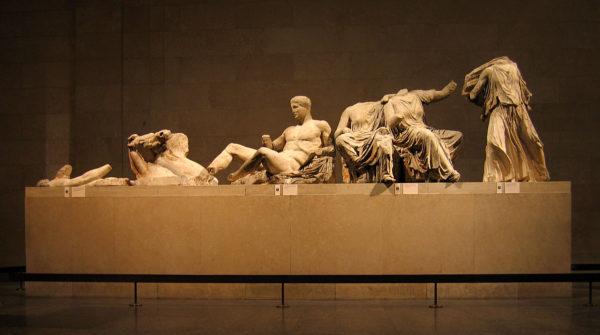 Statue del frontone orientale del Partenone (quadriga di Helios, Dioniso seduto, Kore e Demetra, Iris), 438-432 a.C ca., marmo pentelico, Londra, British Museum