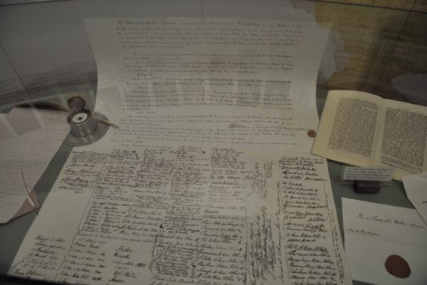 L'originale del documento con cui i capi maori si sottomisero con il Trattato di Waitangi (1840) alla Corona britannica.