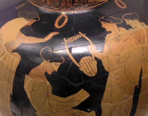 Saffo mentre legge una sua poesia, vaso attico, 440-430 a.C.