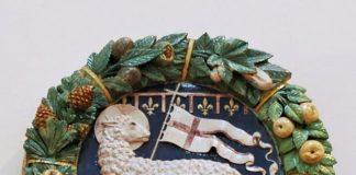 La Rivolta dei Ciompi - Lo stemma dell'Are della lana, XV secolo, terracotta invetriata. Museo dell'Opera del Duomo, Firenze.