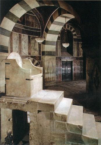 Trono di Carlo Magno nella Cappella Palatina, Aquisgrana, Germania.