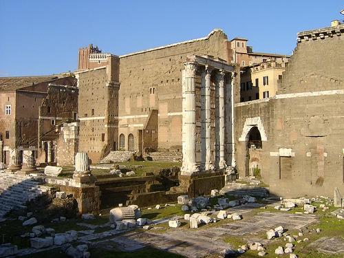 Foro di Augusto, resti del Tempio di Marte Ultore, inaugurato nel 2 a.C. Roma.