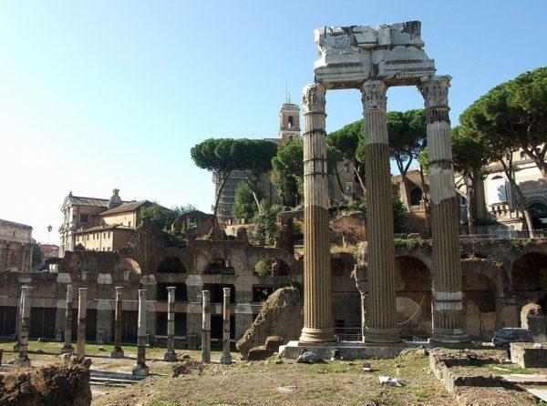 Foro di Cesare, resti del Tempio di Venere Genitrice, dedicato nel 46 a.C. e ricostruito nel 113 d.C. Roma.