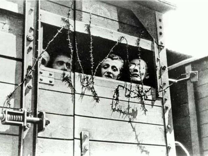 Questa fotografia, tristemente celebre, mostra le terribili condizioni in cui avvenivano i trasferimenti verso i campi di concentramento nazisti