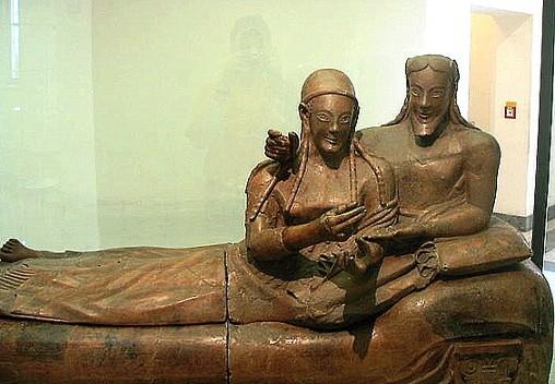 La donna etrusca - Sarcofago degli sposi, 520 a.C. Da Cerveteri, Museo Nazionale di Villa Gulia, Roma.