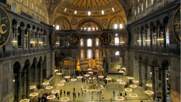 Basilica di Santa Sofia, interno.