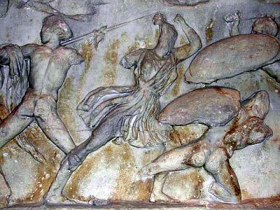 Scena di Amazzonomachia, 360-350 a.C., marmo. Londra, British Museum (dal fregio del Mausoleo di Alicarnasso)