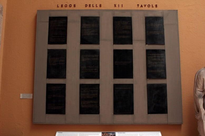 Le dodici tavole le prime leggi scritte di roma studia - Le 12 tavole romane ...