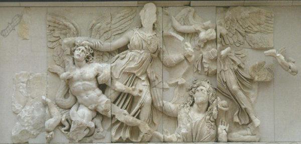 Atena e Alcioneo Altare di Pergamo
