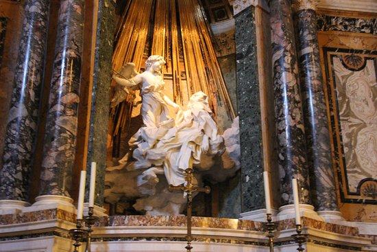 Cappella Cornaro, con al centro Estasi di santa Teresa, 1647 circa, marmo scolpito e stucchi dorati. Roma, Santa Maria della Vittoria