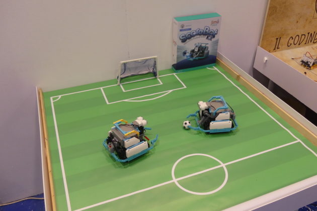 Scorebot kit: Robot calciatore montabile