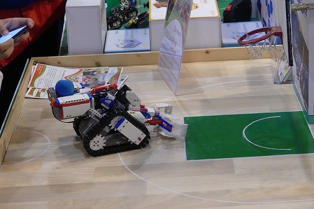 UBTECH JIMU Champbot Kit: Robot montabile che permette di tirare a canestro